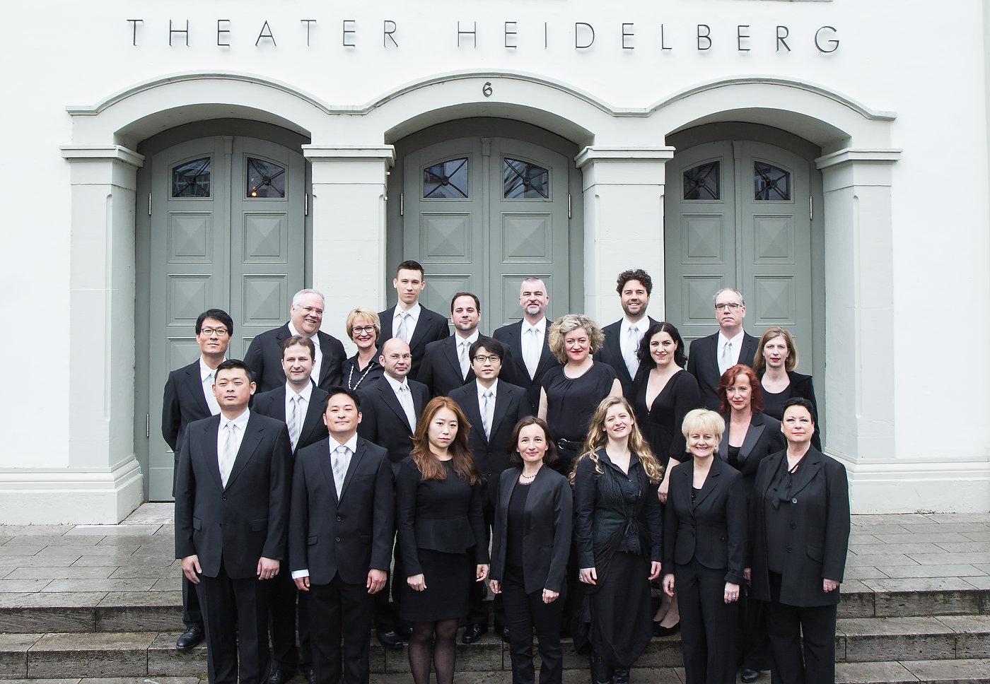 Gruppenbild des Opernchores Theater Heidelberg