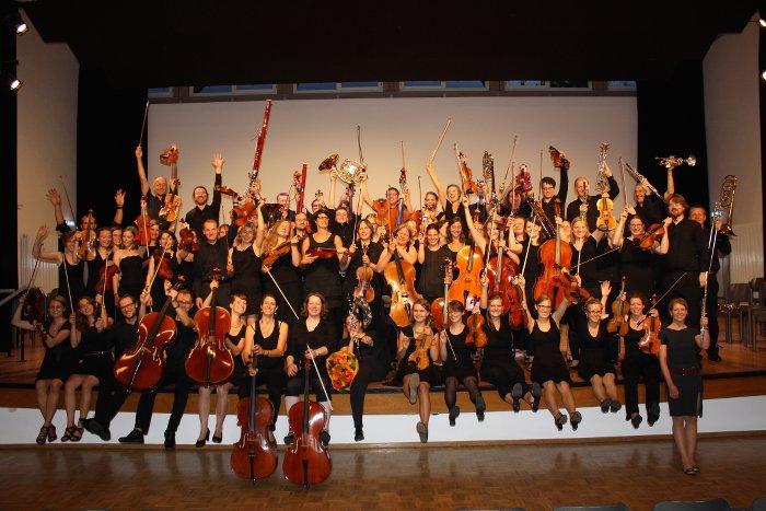 Gruppenbild vom Per Tutti Orchester im Bürgerhaus Zähringen