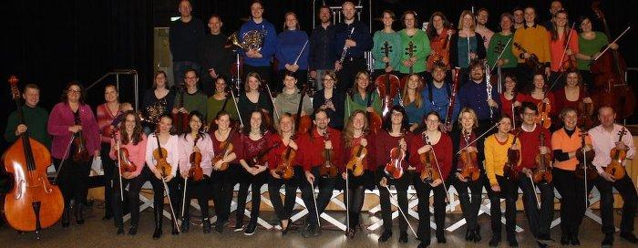 Buntes Gruppenbild Per Tutti Orchester